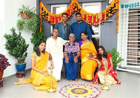 Sambutan Deepavali musim Covid-19 keluarga besar ini tetap ...