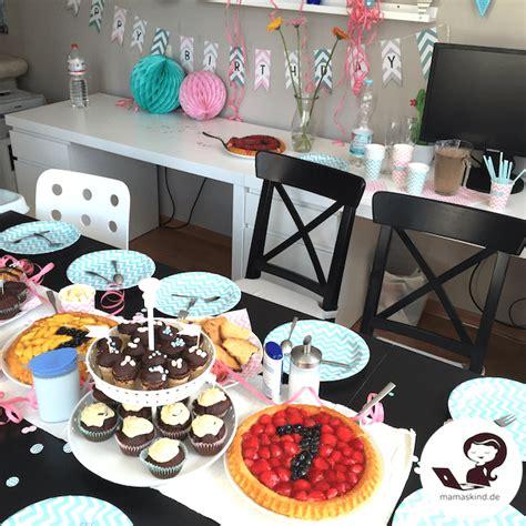 baby geburtstag deko babys erster geburtstag mit kuchen und geschenken