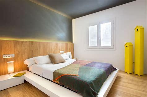 lumiere chambre chambre tete de lit bois lumiere integree picslovin