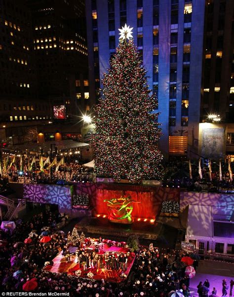 rockefeller center christmas tree lights go on as shakira and aretha franklin perform in new