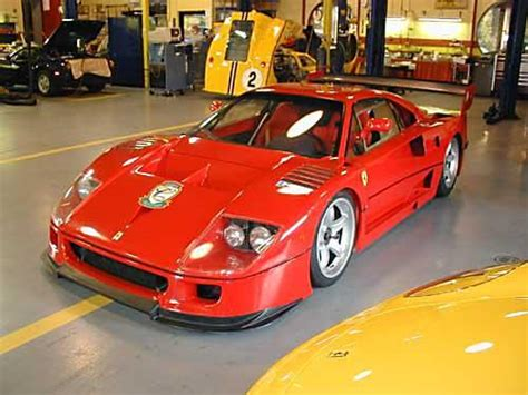 Interior had black felt insulation with floor and door panel made of carbon composite. myf40 1998 Ferrari F40 Specs, Photos, Modification Info at CarDomain