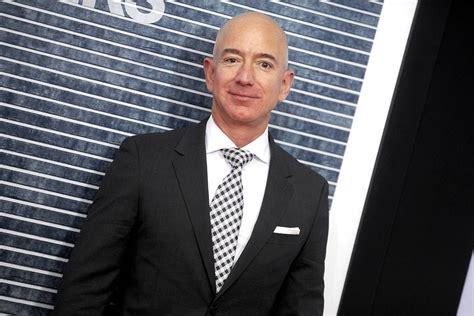 Chi è Jeff Bezos: biografia, vita privata e curiosità su ...