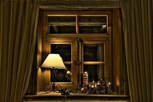 Fenster Weihnachtlich Gestalten : weihnachtlich geschm cktes fenster mit kerzen fachwerk ~ Lizthompson.info Haus und Dekorationen