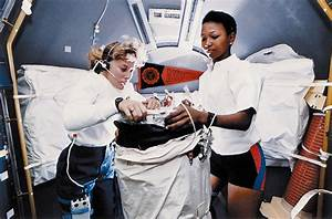 File:Female Astronauts - GPN-2004-00023.jpg - Wikimedia ...