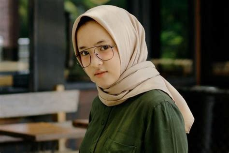 10 Mix And Match Ala Nissa Sabyan Ini Bikin Gayamu Jadi Trendi
