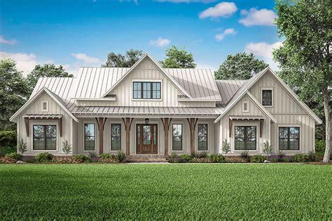 Modern Farmhouse Plan: 2 553 Square Feet 3 Bedrooms 2 5