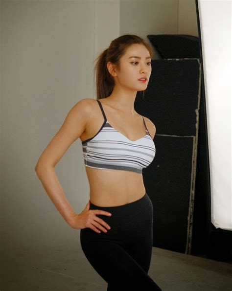 Nana Ou-Yang  nackt