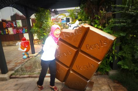 wonderful simple life posing  kilang coklat