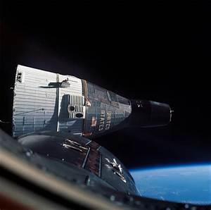 Gemini 7, as photographed from Gemini 6. : KerbalSpaceProgram