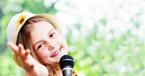 Zapraszam was do nauczenia się ślicznej i prostej piosenki dla mamy. Piosenka na Dzień Mamy - teksty piosenek dla mamy do druku   Mamotoja.pl