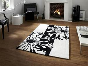Teppich Schwarz Weiß : teppich in schwarz und wei wunderbare ideen ~ Markanthonyermac.com Haus und Dekorationen