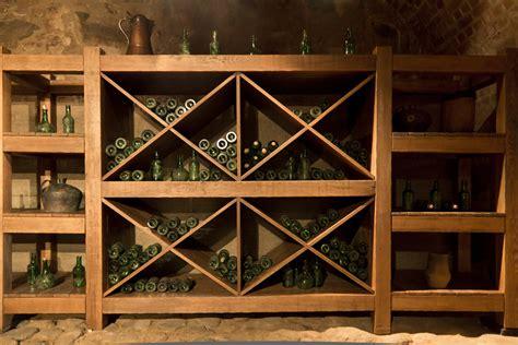 bodega rustica  estanterias de madera fotos