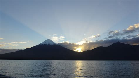 fileamanecer sobre el lago llanquihue  volcan osorno