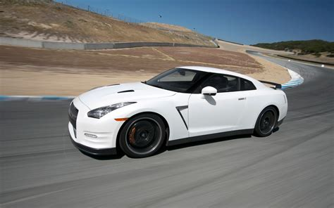 2018 Nissan Gt R Black Edition Front Three Quarter In