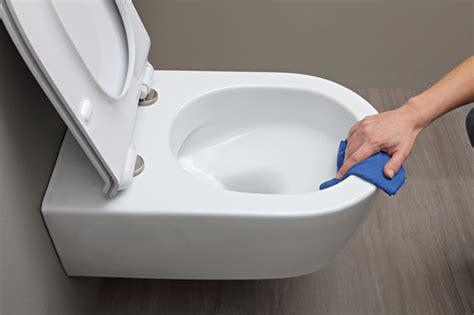 blanchir la cuvette des toilettes leovida le