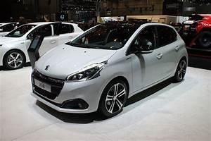 208 Peugeot : geneva debut for peugeot 208 facelift auto express ~ Gottalentnigeria.com Avis de Voitures
