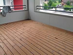 Bodenbelag Balkon Wetterfest : balkon holz latten kreative ideen f r innendekoration und wohndesign ~ Sanjose-hotels-ca.com Haus und Dekorationen