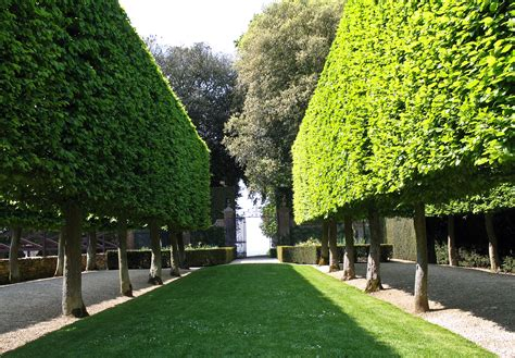 10 Of The Most Famous Gardens In