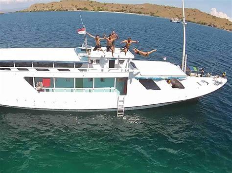 day lombok  flores boat trip  komodo national park