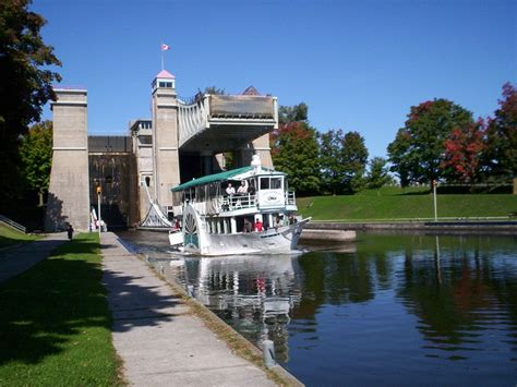 House Boat Trent Severn to house boat and kayak the entire trent severn waterway
