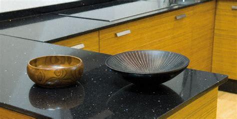 quartz cuisine cuisine plan de travail de cuisine moderne fonc en quartz