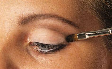 richtig schminken augen eyeliner schminken anleitung tipps motive vorlagen