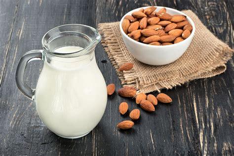 Mandeļu piens: ieguvumi un kaitējums ķermenim