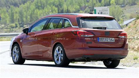 Opel Astra Wagon by Opel Astra Wagon Facelift Photos 6 Of 31 Motor1