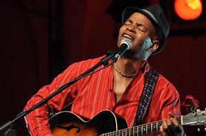File:Guy Davis @ Piacenza Blues Festival day 3 05.jpg ...