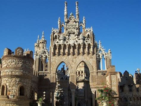 colomares fairy tale castle spain xcitefunnet