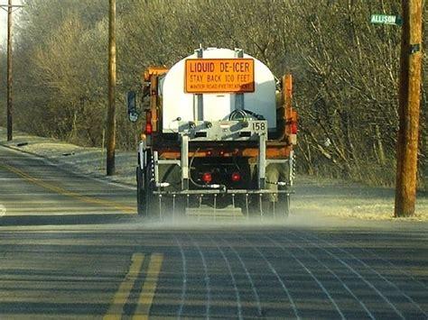 chloride calcium road truck salt brine deicer icing anti transportation liquid roads juice beet sprays ice melt melting bruine solution