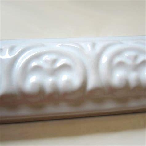 Fliesen Bordüre Weiß by Wei 223 Gl 228 Nzend Wand Bord 252 Ren Keramik Fliesen Wandbord 252 Re