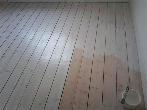 White Washed Pine Floors   Shapeyourminds.com