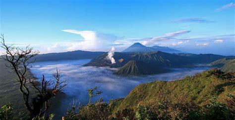 destinasi wisata gunung eksotis favorit  indonesia