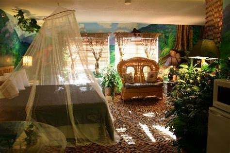 Safari Themed Living Room by Jungle Jacuzzi Theme Room