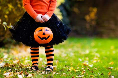 A pandemic Halloween in LA: Trick-or-treating, haunted ...