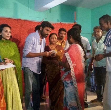 actress kasthuri native place dhanush donates 50000 rs to the families of 125 farmers
