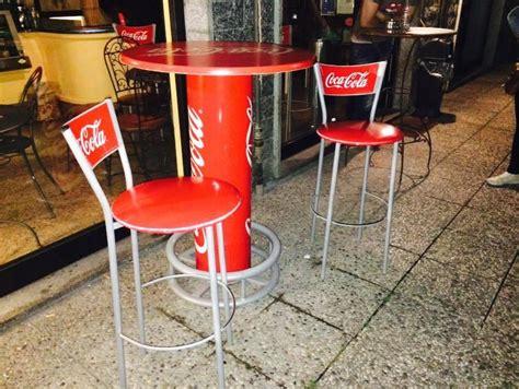 Sgabelli Coca Cola by Tavolo Alto Cocacola Piu 3 Sgabelli Spedingo