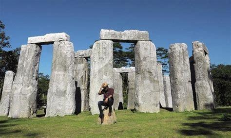 wow stonehenge  pindah  jogja