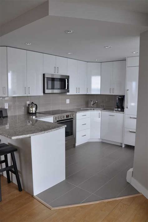 condo kitchen cabinets 25 best ideas about small condo kitchen on
