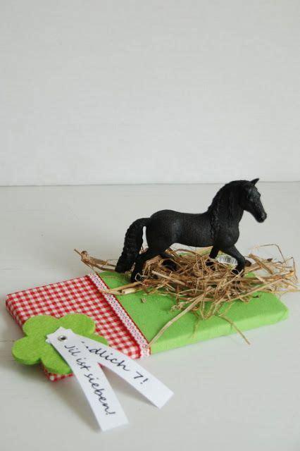 gutschein an flasche befestigen liebesbotschaft ein pferd zu verpacken geschenke verpacken gutschein basteln pferd
