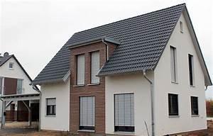 Haus Mit Gaube : einfamilienhaus holzhaus satteldach gaube mit flachdach ~ Watch28wear.com Haus und Dekorationen