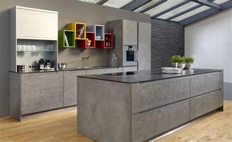 cuisine effet beton cuisine avec îlot façade finition béton ciré cuisine