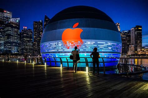 'Looks So Cool': Apple To Open World's First Floating ...