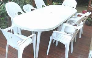 Chaise Blanche Plastique : 10 trucs pour nettoyer les chaises de jardin blanches ~ Teatrodelosmanantiales.com Idées de Décoration