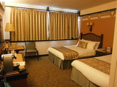chambre golden forest sequoia lodge golden forest room picture of disney 39 s sequoia lodge