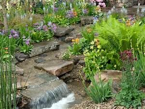 Kleiner Bachlauf Garten : bachlauf im garten teich mit bachlaufanlage bauen ~ Michelbontemps.com Haus und Dekorationen