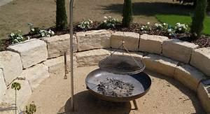 Feuerstelle Mit Sitzgelegenheit : feuerstelle garten naturstein ~ Whattoseeinmadrid.com Haus und Dekorationen