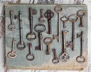 Alte Schlüssel Deko : vintage key collection photographic print skeleton key photo antique key collection rustic wall ~ Orissabook.com Haus und Dekorationen