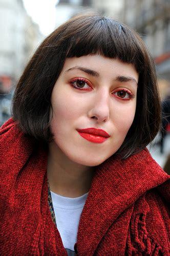 Показываем 5 вариантов макияжа глаз красной подводкой и красными тенями.
